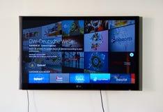 在LG电视的德国之声app和商标 图库摄影