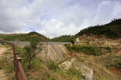 在lianhuashan山的水库水坝 库存照片