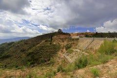 在lianhuashan山顶部的水库水坝 库存图片