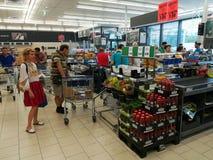 在Lidl超级市场里面 库存照片