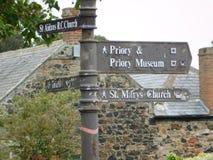 在Lindisfarne的老方向标圣洁海岛 库存照片