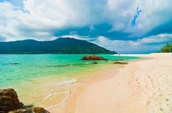 在Lipe海岛的沙子海滩 免版税库存照片