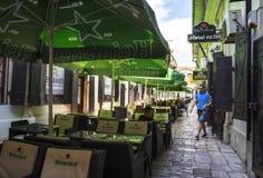 在Lipscani街道附近的Hanul古芝Tei,在老镇布加勒斯特 免版税图库摄影