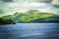 在Loch Lomond湖的美好的风景在勒斯, Argyll&Bute在苏格兰,英国 库存照片