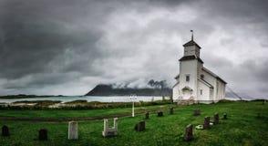 在Lofoten海岛上的Gimsoy教会在挪威 免版税库存照片