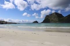 在Lofoten海岛,挪威上的海滩 库存图片