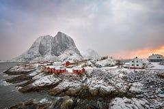 在Lofoten海岛,挪威上的Hamnoy渔村 免版税库存图片