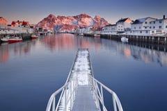 在Lofoten的Henningsvær在日出的挪威 免版税库存照片