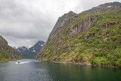 在Lofoten/Vesteralen,挪威的壮观的Trollfjorden 库存照片