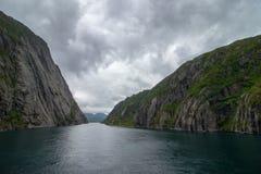 在Lofoten/Vesteralen,挪威的壮观的Trollfjorden 免版税库存照片