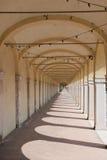 在Loggiato dei Capuccini的曲拱在科马基奥 免版税库存照片