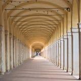 在Loggiato dei Capuccini的曲拱在科马基奥 免版税库存图片