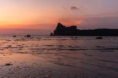 在Loh Dalam海滩的平静的日落,酸值发埃发埃,泰国 库存图片