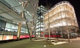 在Londonâs泰晤士的现代结构 库存图片