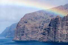 在Los Gigantes,特内里费岛峭壁的彩虹  免版税图库摄影