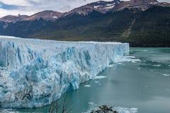 在Los Glaciares国家公园的佩里托莫雷诺冰川巴塔哥尼亚的-埃尔卡拉法特,圣克鲁斯,阿根廷 免版税库存照片