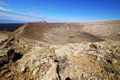 在los volcanes火山的timanfaya rt花灌木 库存照片