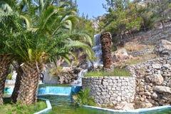 在Loutraki希腊的瀑布 免版税库存照片