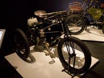 在Louwman博物馆的De戴恩布顿三轮车 库存图片