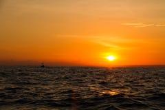 在Lovina海滩巴厘岛印度尼西亚的日出 库存图片