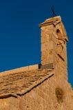 在Lubenice的教堂钟塔在茨雷斯岛 库存照片