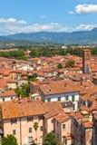 在Lucca,托斯卡纳的视图城镇 图库摄影