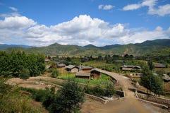 在lugu湖附近的村庄 库存图片