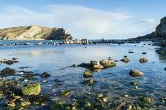 在Lulworth小海湾的黄昏,多西特 免版税库存图片