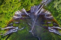 在Lumajang的美妙的Tumpak Sewu瀑布 免版税库存图片