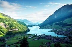 在Lungernsee湖,瑞士的鸟瞰图 库存照片