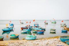 在Ly儿子海岛上的小船 免版税库存图片