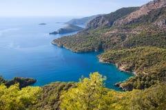 在Lycian途中的美丽的盐水湖在Olu Deniz,土耳其 库存照片