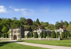 在Lynhydrock城堡的大门 库存照片