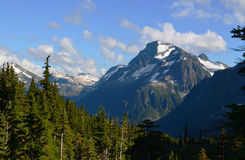 在M. Gurr Lake, Bella Coola谷附近的Mt. Fougner, BC,加拿大 免版税图库摄影