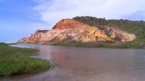 在maceià ³海滩的岩层  免版税库存图片