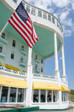 在Mackinac海岛上的历史的圆山大饭店在北密执安 免版税库存图片