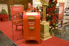 在Macys西雅图的圣诞老人邮箱 免版税库存图片