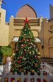 在Madinat卓美亚奢华酒店集团的圣诞树在迪拜 图库摄影