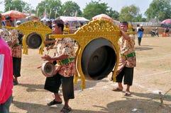 在Madura公牛种族,印度尼西亚的传统音乐 免版税库存照片