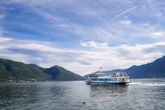 在Maggiore湖,阿斯科纳,瑞士的渡轮 免版税库存图片