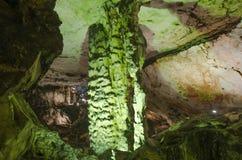 在Magura洞的Stalactone,贝洛格拉奇克,保加利亚 库存图片