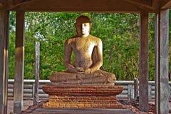 在MahamevnÄ  wa公园的Samadhi菩萨雕象在阿努拉德普勒 免版税库存图片