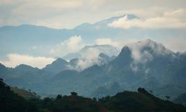 在Mai Chau,越南的山风景 免版税库存照片