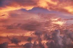 在Mai Khao海滩的日落在普吉岛 免版税库存图片