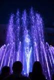 在Maidan Nezalezhnosti的光和音乐喷泉在基辅 免版税库存照片