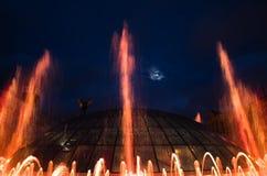 在Maidan Nezalezhnosti的光和音乐喷泉在基辅 库存图片
