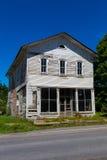 在Mainesburg PA的老化大厦 库存图片