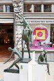 在Maison des工匠附近的现代雕塑愤怒 免版税库存图片