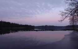 在Majenfors的紫色天空 免版税图库摄影