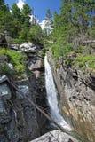 在Mala studena dolina -在高Tatras,斯洛伐克的谷的瀑布 库存图片